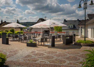 Der gemuetliche Biergarten des Restaurant Roemerterrasse in Ransbach-Baumbach